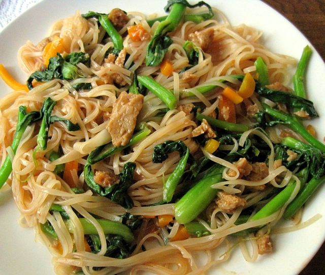 Easy Vegetarian Pad Thai with Seitan and Bok Choy |
